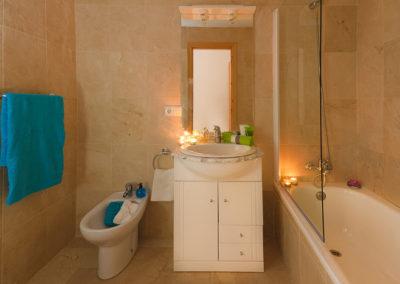 R21 - Badeværelse med badekar.