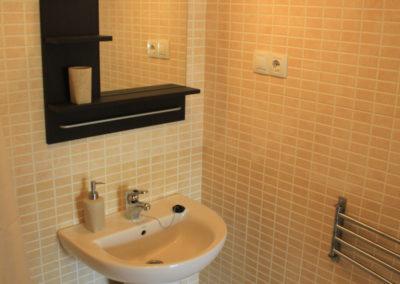 B03 - Badeværelse 3 med brus.