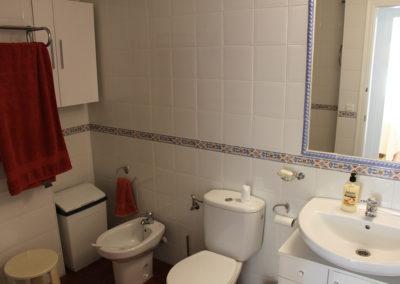 B09 - Badeværelse med kar.
