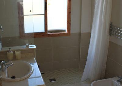 B03 - Badeværelse 1 med brus.