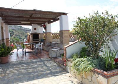 G06 - Terrasse foran af huset.