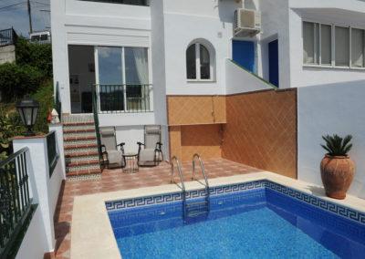 B01 - Pool og hus.
