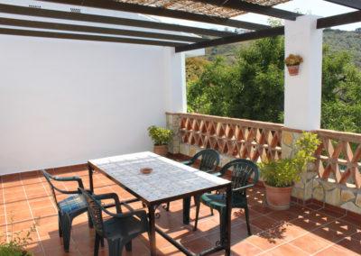 G06 - Terrasse på bagsiden af huset.