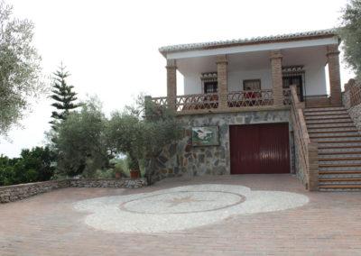 G09 - Huset set fra indkørslen.