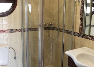 G22 - Badeværelse med brus.