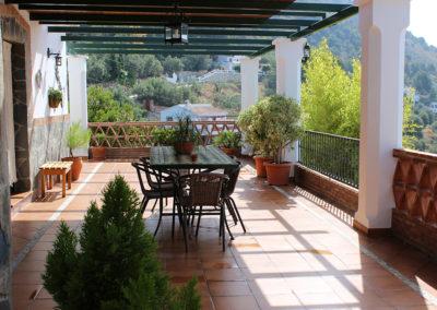 G08 - Hyggelig terrasse lige udenfor huset.