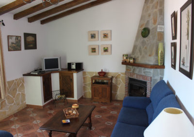G11 - Hyggelig stue med brændeovn og TV.