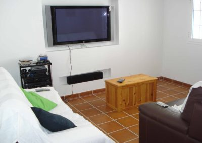 B05 - Spillerum med pool og TV