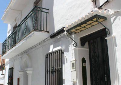 B07 - Indgangen til huset.