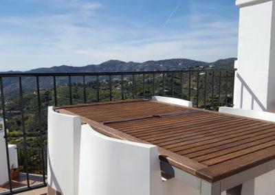 R13 - Skøn sydvendt terrasse med fantastisk udsigt.