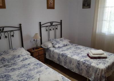 G26 - Soveværelse med to enkeltsenge.