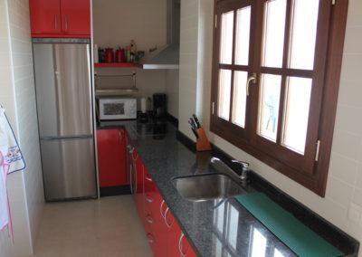 R23 - Køkken med adgang til stor terrasse.