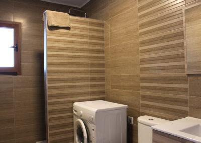 R33 -  Moderne badeværelse med brus.