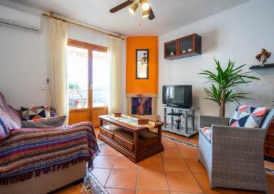 R41 - Rummelig stue med spisestue.