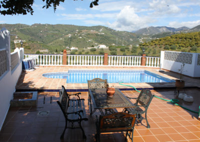 G47 - Lovely pool with fantastic views to the mountains.