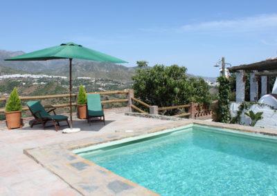 G31 - Lækker pool og have med fantastisk udsigt.