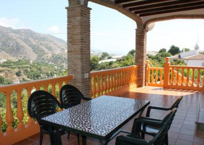 G17 - Dejlig terrasse med udsigt til havet.