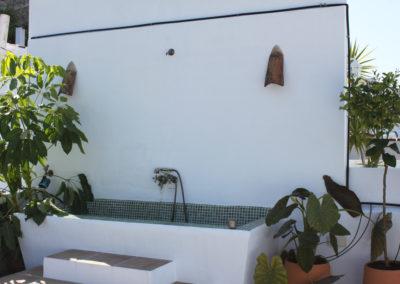 R17 - Tag en kølende dusch på øverste terrasse.