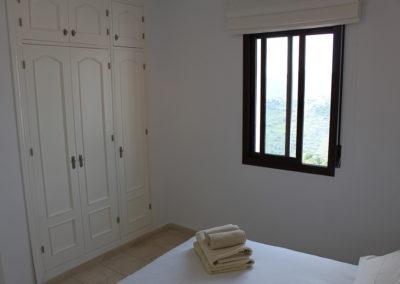 R13 - Soveværelse med dobbeltseng.