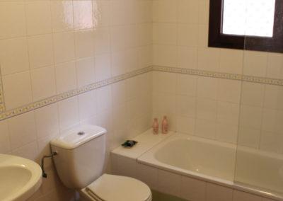 R15 - Badeværelse med karbad.