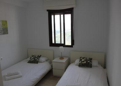 R13 - Soveværelse med to enkeltsenge.