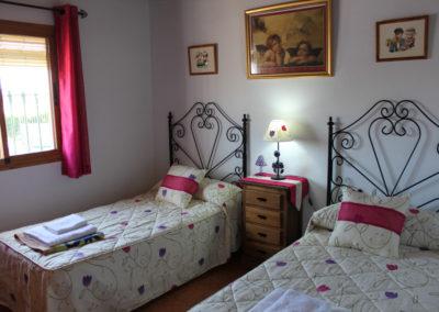 G27 - Soveværelse med to enkeltsenge.