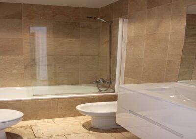 R13 - Badeværelse med karbad.