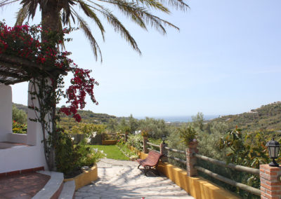 G38 - Lovely garden with views.