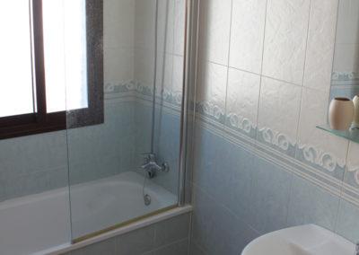 R14 - Badeværelse med kar.