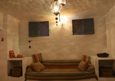 R11 - Lounge med sofa.