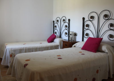 G47 - Bedroom with two single beds..