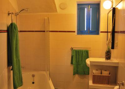 R02 - Badeværelse med kar.