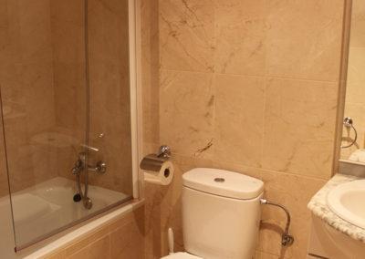 R22 - Bathroom.
