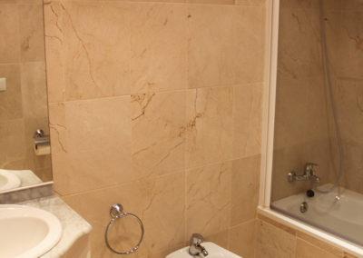 R22 - Bathroom 2.