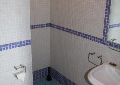 R23 - Badeværelse med brus.