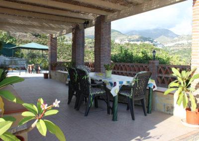 G27 - Skøn terrasse med adgang til pool og BBQ.