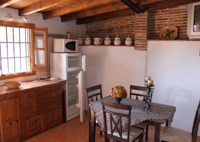 R30 - Køkken med spiseplads.