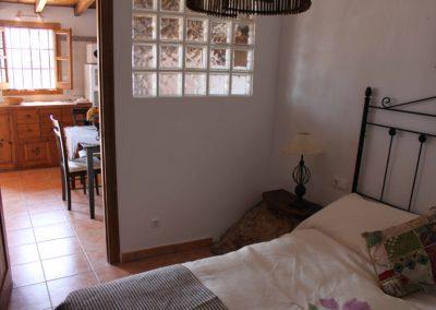 R30 - Soveværelse ud mod køkken.