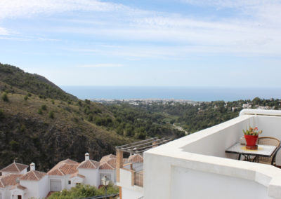 B06 - Views to Nerja.