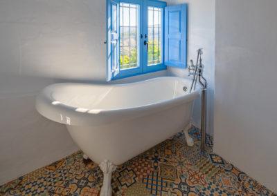 R05 - Badeværelse med kar.
