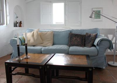 R08 - Stue med sofa