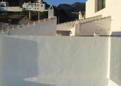 B04 - Terrasse med en lille privat pool.