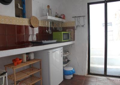 B04 - Køkken og udgang til patio.
