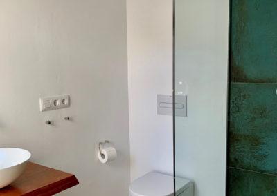 R38 - Badeværelse med brus.