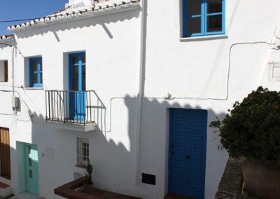 R342 - Calle Chorrera en charmerende og malerisk gade..