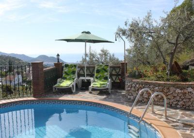 G49 - Lækker pool og have med terrasser.