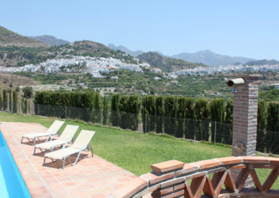 G352 - Lovely pool and garden with views.