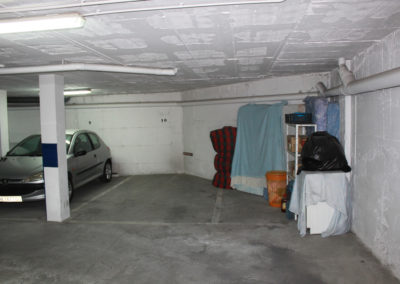 R331 - private parking.