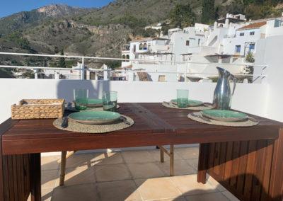 R38 - Nyd et dejligt måltid på terrassen.