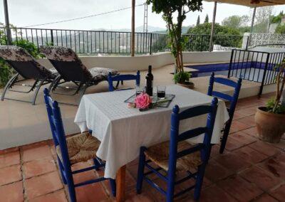 R44 - Nyd middagen på terrasen.